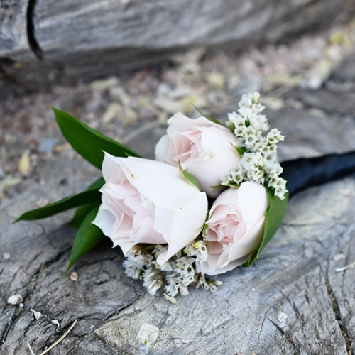 blush spray roses boutonniere
