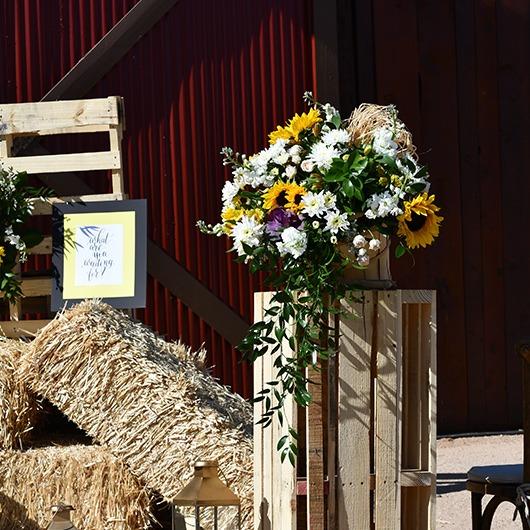 flower basket on a pedestal