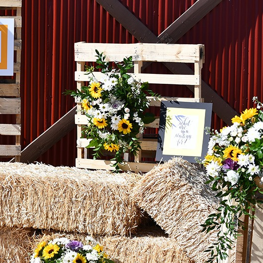 wooden pallet with country wedding decor